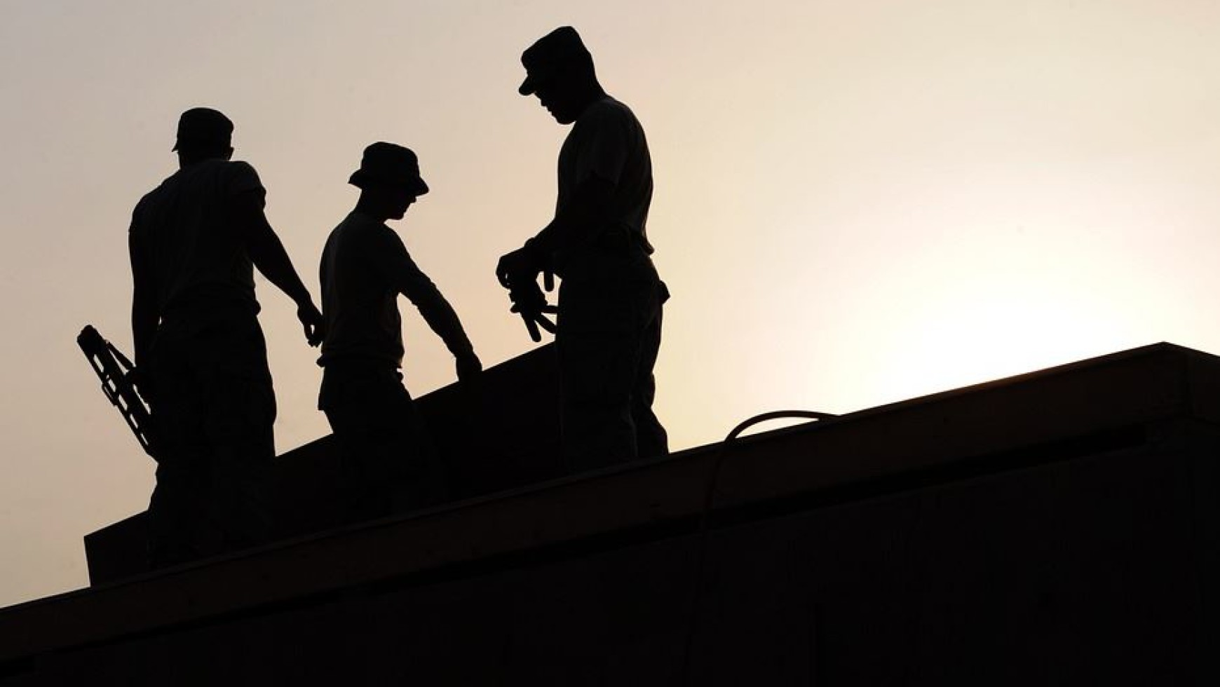 Tips on Hiring Roofing Contractors